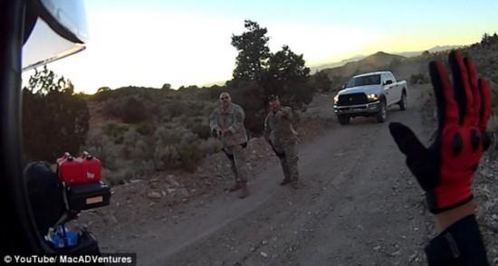 美两名冒险者发现51区神秘后门被军方驱逐(图)