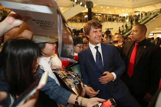 《侠探杰克》上海首映礼 汤姆克鲁斯秀肌肉人气爆棚/图