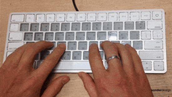 苹果爆新款Magic Keyboard:配电子水墨屏