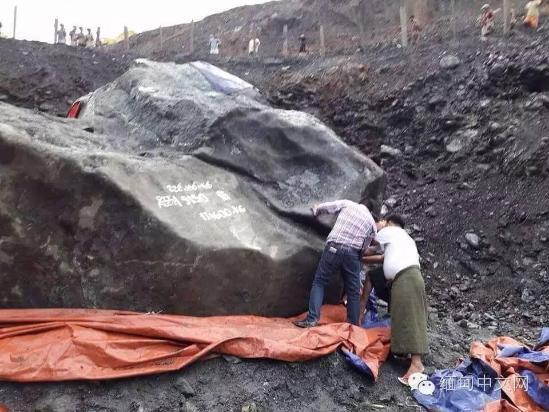 缅甸发现近200吨玉原石 价值不可估量(组图)