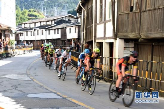 2016年海上丝绸之路环泉州湾国际公路自行车赛开幕 总里程约337公里