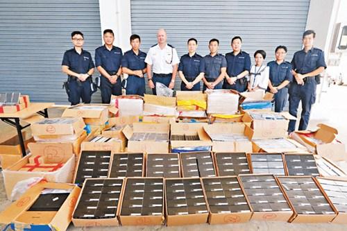 香港发生走私快艇撞水警船事件3人弃220万货逃走