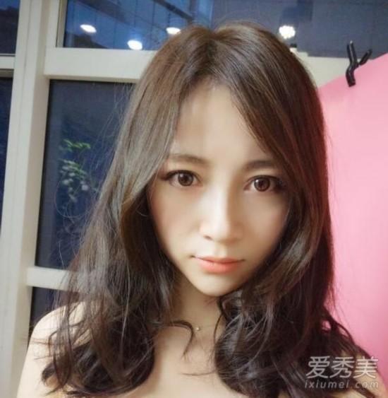 心形脸妹子一定要远离齐刘海     短发也很适合~     原标题:时髦发型图片