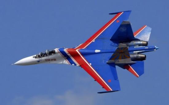 表演飞机都涂成了俄罗斯国旗的颜色