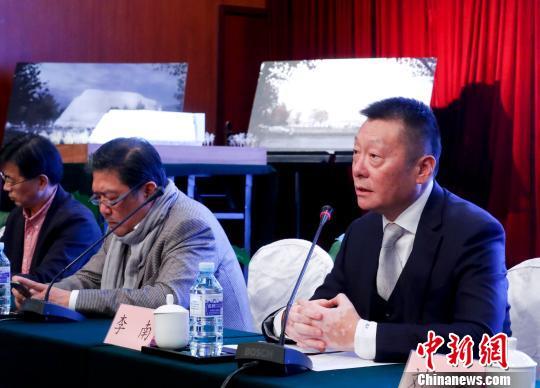 中国爱乐乐团团长李南(右)及艺术总监余隆(右二) 杜洋 摄
