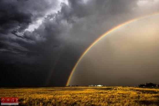 包括看天气预报和阅读卫星云图等,而一些专门报告极端天气的应用图片