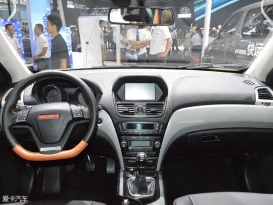 金杯蒂阿兹   来到内饰部分,金杯蒂阿兹采用了对称式中控台设计,中控台造型与讴歌MDX较为相似。此外,采用黑色与棕色双色搭配的新车还采用了彩色中控大屏幕、双炮筒式仪表盘以及三辐式方向盘。配置方面,金杯蒂阿兹将分别配备有定速巡航、一键启动、倒车雷达、蓝牙电话以及自动空调等丰富配置。