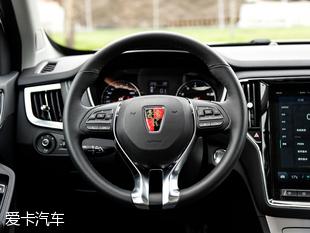 在座椅材质上,荣威RX5全系的两款低配车型,使用的是织物面料.两高清图片