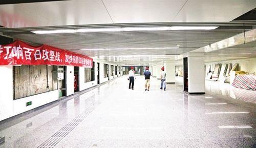 东街口站东南出入口,宽敞的地下通道