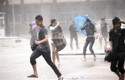 超强台风袭击广东对深圳市有严重风雨影响 盘