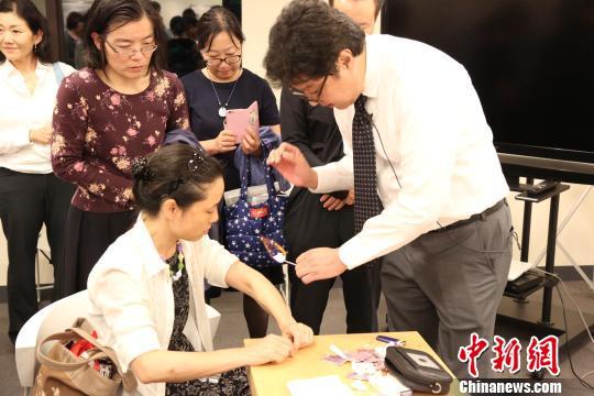 旅日针灸师贺伟东京举办中医文化讲座(图)