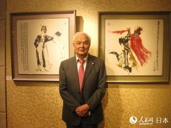 李文培先生在画展现场讲解