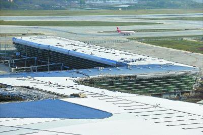 天河机场T3航站楼正在进行外立面装修   摄 -二跑道启用后第一个月 天