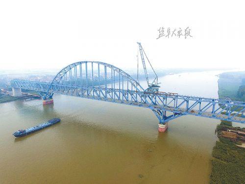 连盐铁路全线控制性工程 灌河特大桥成功合龙