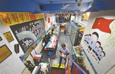 """""""教室""""主题餐厅亮相南京 仿佛回到学生时代"""