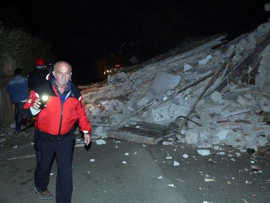 意大利中部连发两次强震 民众担忧更强余震来袭