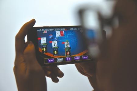 雅安23岁小伙痴迷手机棋牌游戏3个月输掉25万