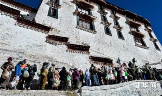 """西藏布达拉宫迎来年度""""换装季"""""""