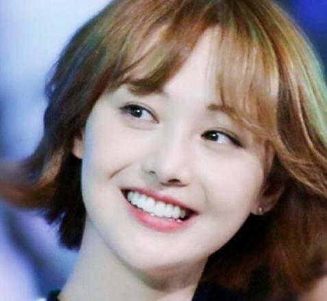 最换长发的发型:郑爽短发清纯发型a长发齐刘海俏皮女生女星图片