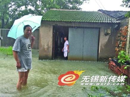无锡个别地区湖水倒灌 居民家中水深60厘米