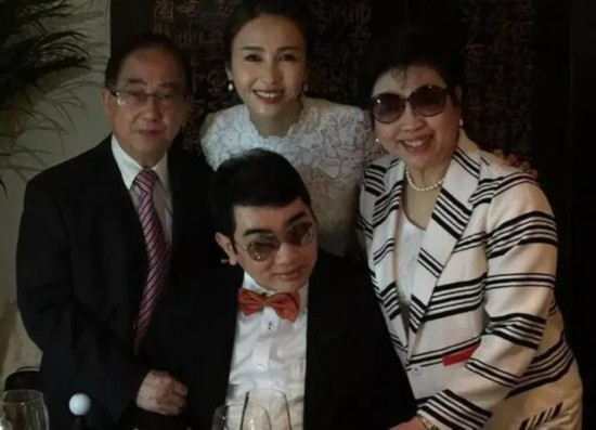 第一美女黎姿嫁豪门 1亿婚礼3亿豪宅 网友:你幸福吗?