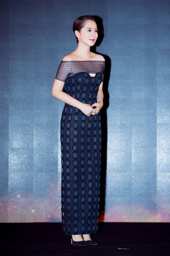 海清摩登造型亮相盛典 获封年度最榜样演员