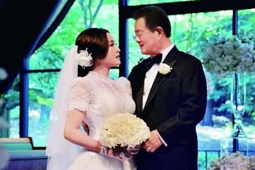 大了刘晓庆12岁,也就是现任的丈夫的王晓玉在美国图片