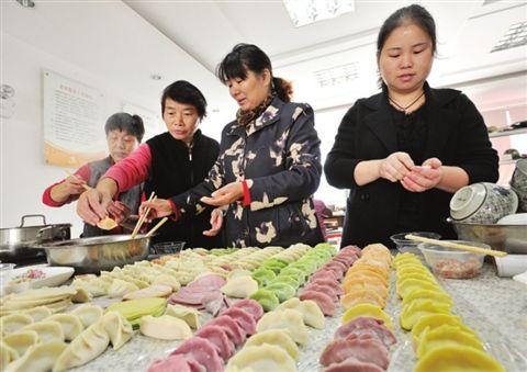 苏州一社区举办五彩饺子宴 迎接立冬到来