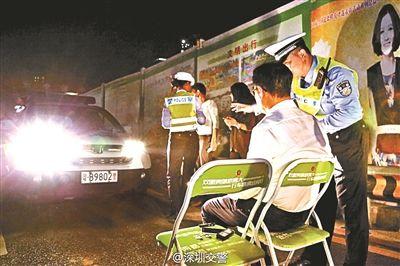 罚司机看远光灯1分钟引争议 被指有违法嫌疑