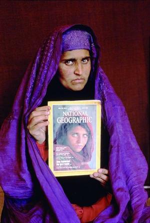 阿富汗难民少女莎尔巴特・古拉