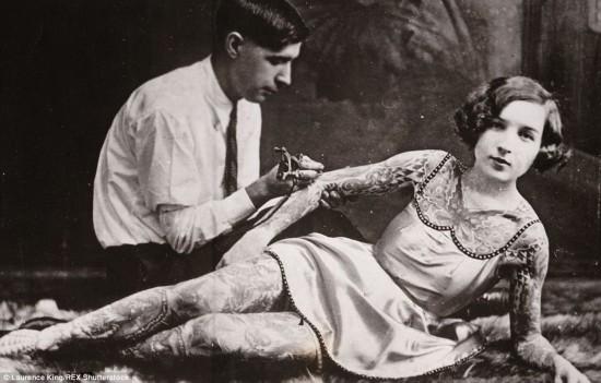 《百年纹身史》:老照片揭秘上世纪疯狂纹身史