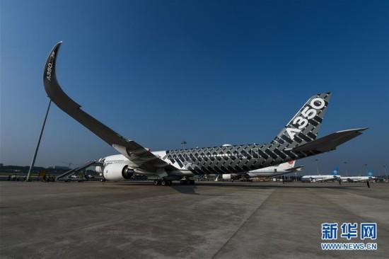 远程宽体飞机空客A350亮相广州