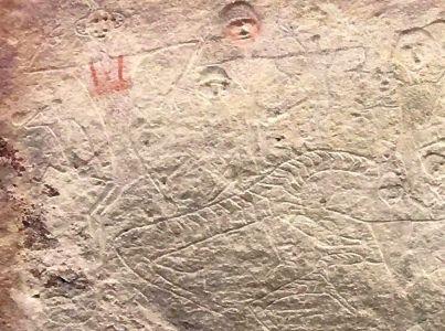 考古专家巫新华认为,岩画中小人所骑为骏马,并非怪兽。