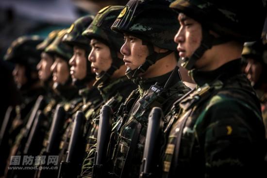 高清:武警大连边防支队开展海上反恐处突演练