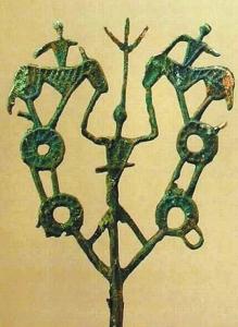 """凉山发现的青铜器""""铜树枝""""。"""