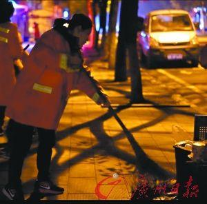 """刘诗雯接地气当""""环卫工人"""" 希望传递正能量"""