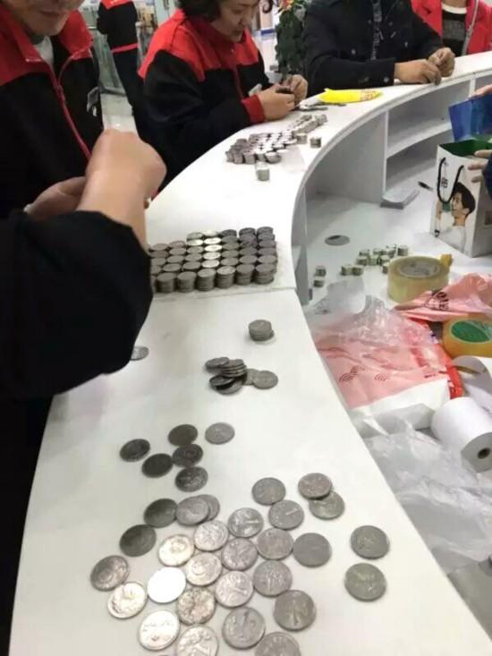 商家正在数硬币