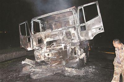 徐州一货车车头起火 扑救及时未蔓延到车厢