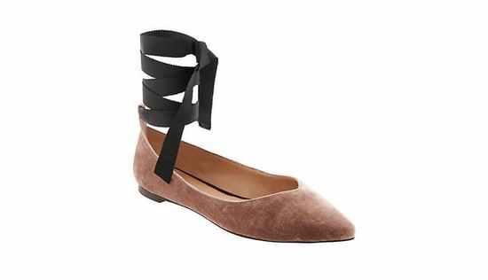 这个季节你不能错过的12款天鹅绒鞋子