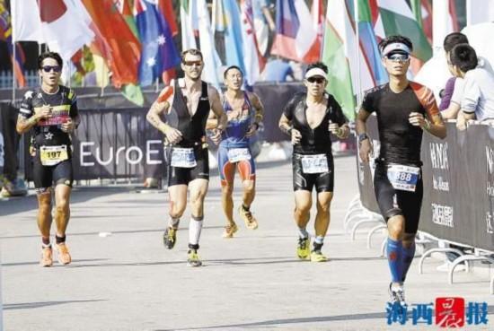 世界铁人三项赛昨鸣枪开赛 2179名选手挑战极限