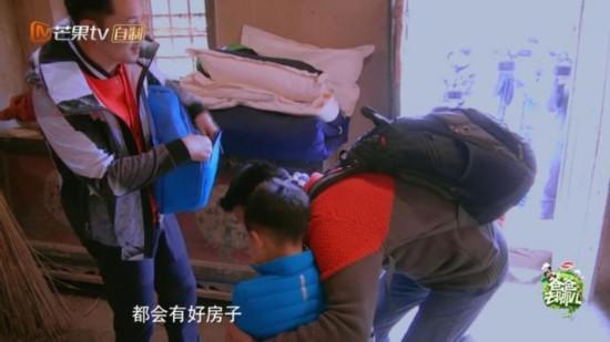 爸爸去哪儿4 安吉大哭 蔡国庆的反应太暖心