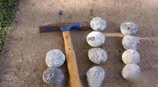 好幸运!男子海边捡石头 敲开竟是水晶