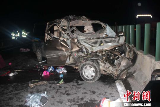 楚大高速发生一起较大交通事故致6死3伤
