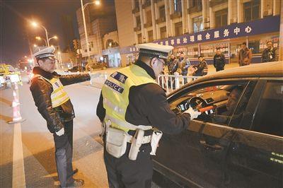 徐州交警开展酒驾夜查行动 不给说情机会