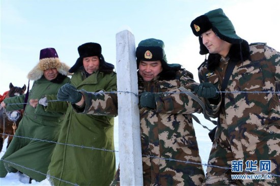 新疆阿勒泰:风雪巡边路