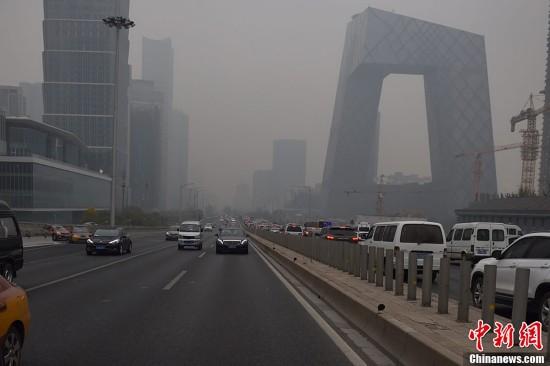 北京拉响重污染橙色预警 地标性建筑若隐若现(组图)