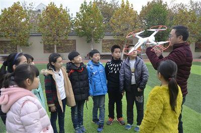 徐州一学校无人机课程开课 将编撰相关教材