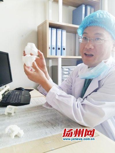 """扬州医生""""打印""""新关节治愈老太关节炎"""