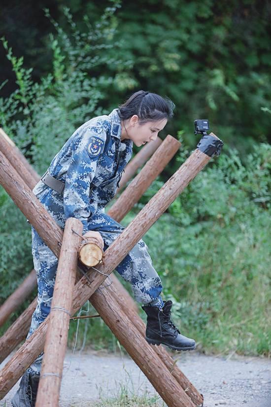 佟丽娅《真男2》成功俯卧撑 进步卓然获赞