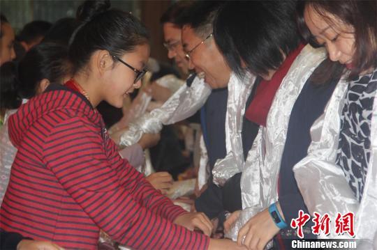 """162个藏族孩子在常州与162个家庭结成""""汉藏一家亲"""""""